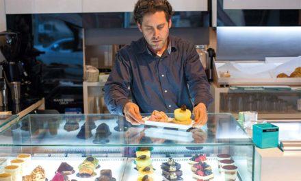 Ο Πέτρος Ζαχαράτος κατακτά τη Νέα Υόρκη, με τα σοκολατένια του αριστουργήματα