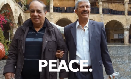 Ο Γιάννης κι ο Φετχί, από εχθροί έγιναν φίλοι και τώρα μάχονται μαζί για παγκόσμια ειρήνη