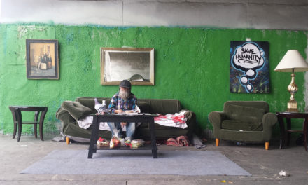 Skid Robot: Ο καλλιτέχνης που ζωγραφίζει τις επιθυμίες και τα όνειρα των αστέγων