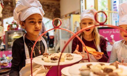 Σε ένα εστιατόριο στο Άμστερνταμ τα παιδιά διασκεδάζουν μαγειρεύοντας μόνα τους το φαγητό τους