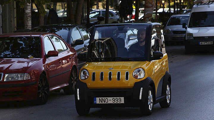 Ένα αυτοκίνητο ελληνικό, ηλεκτρικό και τόσο μικρό όσο το μήκος ενός κάδου!