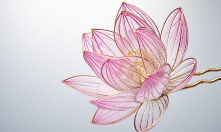 Γιαπωνέζα καλλιτέχνιδα δημιουργεί χειροποίητα αξεσουάρ για τα μαλλιά που μοιάζουν με πραγματικά λουλούδια!