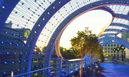 Μια γέφυρα με 3.500 φωτάκια LED κι εμπνευσμένη από τα κύματα της θάλασσας