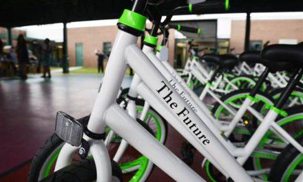 Δασκάλα δώρισε ποδήλατο σε κάθε μαθητή του σχολείου της!