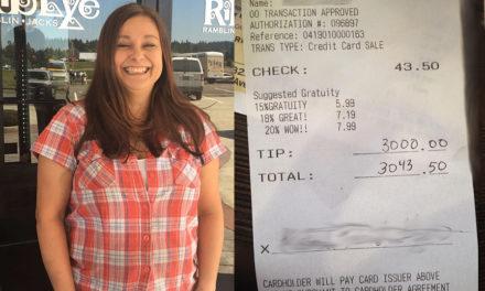 Σερβιτόρα κέρδισε φιλοδώρημα 3.000 δολαρίων με το χαμόγελό της!