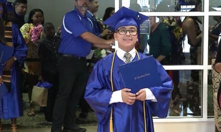 Ο 11χρονος ομογενής Γουίλιαμ-Βασίλης Μαϊλής αποφοίτησε από το Κολέγιο σε ηλικία 11 ετών
