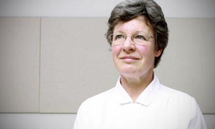 Κορυφαία αστροφυσικός δωρίζει το τριών εκατομμυρίων δολαρίων βραβείο της