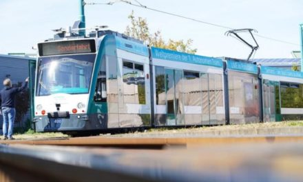 Το πρώτο αυτόνομο τραμ στον κόσμο ξεκίνησε την πιλοτική λειτουργία του