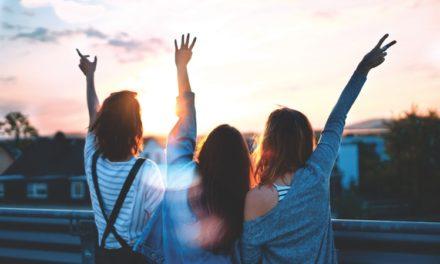 Οι αληθινοί φίλοι φαίνονται στη χαρά σου
