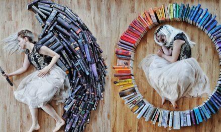 Λάτρης των βιβλίων μετέτρεψε τη μεγάλη συλλογή με τα βιβλία της σε τέχνη