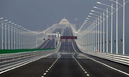 Στην Κίνα τέθηκε σε λειτουργία η μεγαλύτερη γέφυρα του κόσμου