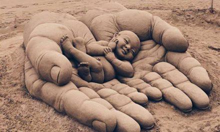 Απίθανα γλυπτά από άμμο φωτογραφήθηκαν λίγο πριν εξαφανιστούν για πάντα