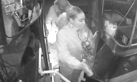 Μία οδηγός λεωφορείου πρόσφερε σ' έναν άστεγο άνδρα ένα ασφαλές μέρος για να κοιμηθεί