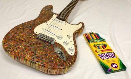 Μια ηλεκτρική κιθάρα από 1.200 ξυλομπογιές