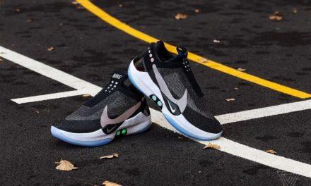 Αθλητικά παπούτσια προσαρμόζονται μόνα τους στο σχήμα του ποδιού με εντολή από κινητό τηλέφωνο