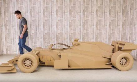 Ένα απίστευτο μονοθέσιο της F1 κατασκευασμένο από χαρτόνι!