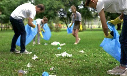 Trashtag Challenge : Άνθρωποι σε όλο τον κόσμο καθαρίζουν εθελοντικά πάρκα και παραλίες από τα σκουπίδια
