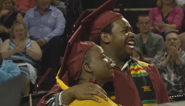 Δύο Πανεπιστήμια «ενώθηκαν» για χάρη μιας τρυφερής, διπλής αποφοίτησης!
