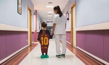Νοσοκομείο στην Ισπανία έχει πλέον ρόμπες για τα παιδιά από τις φανέλες των ομάδων τους