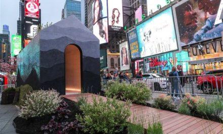 «TINY HOUSE»: Μία εγκατάσταση στην Times Square της Νέας Υόρκης προειδοποιεί για την κλιματική αλλαγή