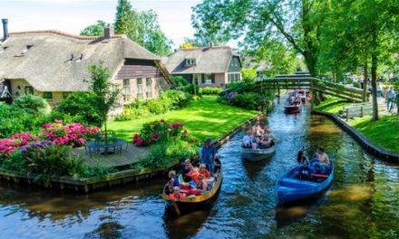Πανέμορφο χωριό στην Ολλανδία δεν έχει δρόμους και μοιάζει βγαλμένο από παραμύθι