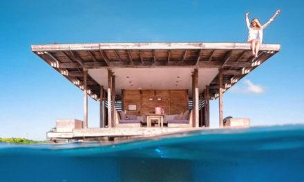 Μια βίλα ξενοδοχείου στη θάλασσα με υποβρύχια κρεβατοκάμαρα!