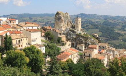 Θα μετακόμιζες για 3 χρόνια σε χωριό της Ιταλίας με αμοιβή 25.000 ευρώ;