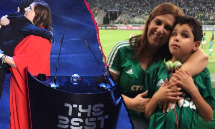 Φίλαθλος της χρονιάς από τη FIFA αναδείχθηκε μια μητέρα που είναι τα μάτια του τυφλού γιου της στο γήπεδο