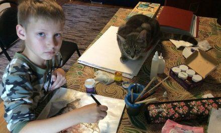Εννιάχρονος πουλάει «αδέσποτες» ζωγραφιές και δίνει τα έσοδα σε καταφύγιο ζώων