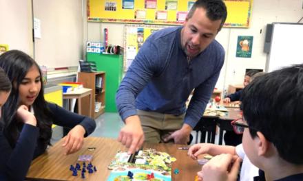 Matt Pinchuck : Ένας άνδρας αφήνει τη δουλειά του για να εργαστεί στο να εμπνέει τα παιδιά να αντικαταστήσουν τις οθόνες με τα επιτραπέζια