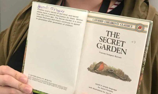 Βρήκε σε μουσείο το βιβλίο που διάβαζε όταν ήταν παιδί
