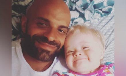 Ο Luca Trapanese υιοθετεί ένα κοριτσάκι με σύνδρομο down που απέρριψαν 20 οικογένειες