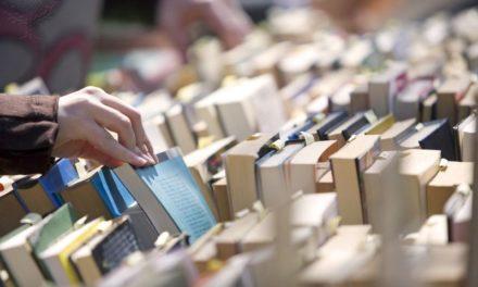 Χιλιάδες τίτλοι από ένα ευρώ. Αρχίζει και πάλι το Παζάρι Βιβλίου στην πλατεία Κοτζιά