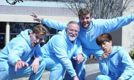 Μπαμπάς χορεύει σε challenge του TikTok με τους γιους του και γίνεται viral (video)