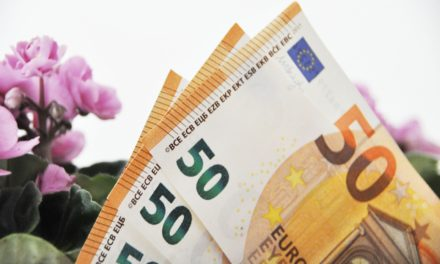 Υπάλληλος του δήμου Αθηναίων βρήκε μία τσάντα με 19.000 ευρώ και την παρέδωσε χωρίς δεύτερη σκέψη!