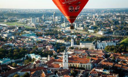 Η πρωτεύουσα της Λιθουανίας καινοτομεί & ετοιμάζεται ολόκληρη να γίνει ένα μεγάλο… υπαίθριο καφέ!