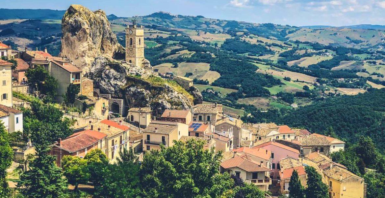 Το Ιταλικό χωριό που προσφέρει δωρεάν διαμονή στους τουρίστες