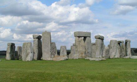 Ανακαλύφθηκε νεολιθικό μνημείο κοντά στο Στόουνχεντζ