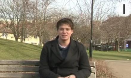 Άλεξ Ρόουλινγκς : Στα 26 του μιλά ήδη 15 γλώσσες!