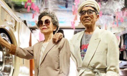 Ζευγάρι ηλικιωμένων γίνονται viral ποζάροντας ως μοντέλα με ρούχα που έχουν ξεχαστεί στο στεγνοκαθαριστήριο τους