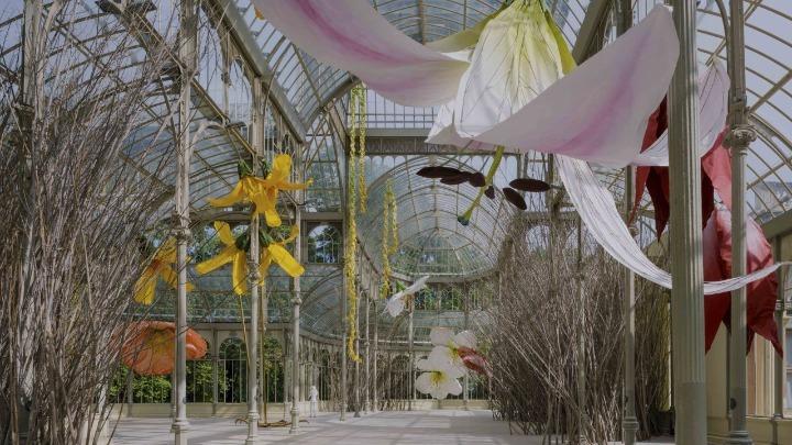 Γιγαντιαία φωλιά με λουλούδια το Palacio de Cristal στη Μαδρίτη