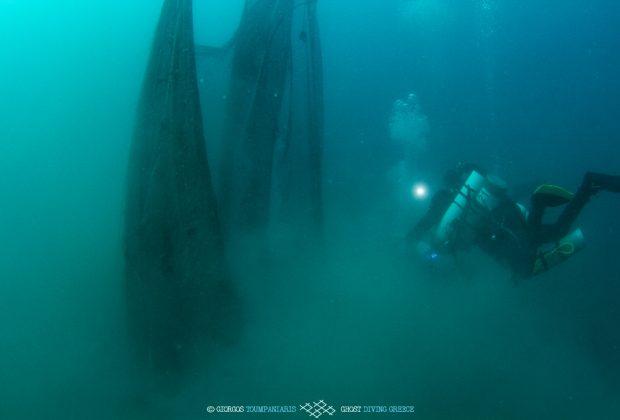 «Δίχτυα φαντάσματα»: Απομάκρυνση 400 κιλών από το βυθό της Σαλαμίνας