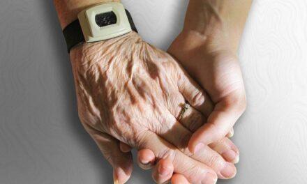 Τρίκαλα: Με ένα «κλικ» βοήθεια σε απομονωμένα και μοναχικά άτομα