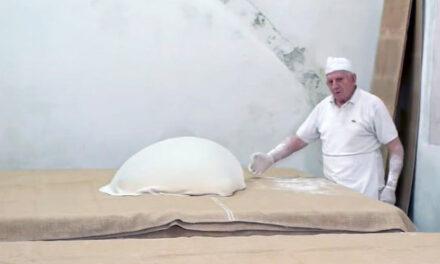 Γιώργος Χατζηπαράσχος: Ο 86χρονος Κρητικός που αποθεώθηκε από το Business Insider για τα γλυκά του