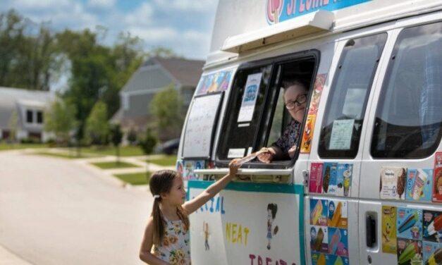 O Joe Wegener, γονιός παιδιών με σύνδρομο Down, τους αγόρασε ένα κινητό παγωτατζίδικο για να δουλέψουν