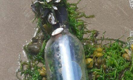 Μήνυμα σε μπουκάλι ταξίδεψε 3.000 μίλια στον Ατλαντικό. Είχε μέσα μια διεύθυνση email