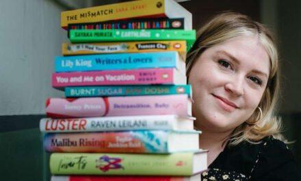 Ένα βιβλιοπωλείο με βιβλία γραμμένα αποκλειστικά από γυναίκες