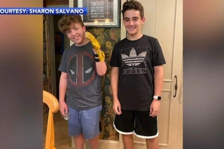 14χρονος κατασκεύασε ρομποτικό προσθετικό χέρι για φίλο του