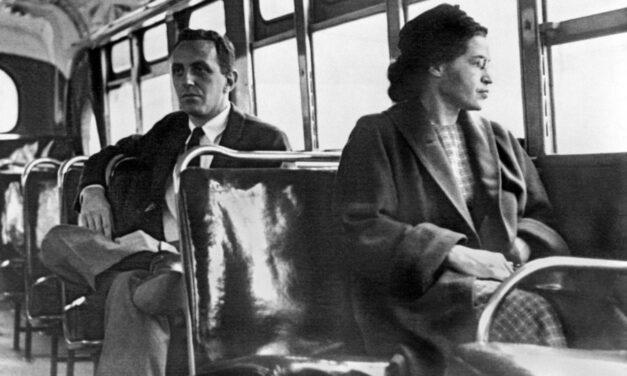 Rosa Parks: Η γυναίκα που έγινε σύμβολο της ισότητας και της ελπίδας
